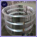 A105+N 42CrMo4 위조 제조자 중국 바람 터빈을%s 이음새가 없는 구른 반지 방위