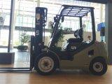 国連新しいモデル2500kgはフォークリフト台湾のブランドのタイヤが付いている燃料Gasoline/LPGの二倍になる