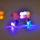 깜박거린 스테인리스 장식 못 귀걸이가 LED에 의하여 위로 점화한다