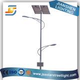 Lampada di via esterna solare del doppio braccio LED
