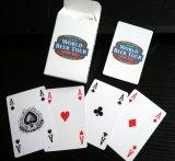 ロゴまたは火かき棒のカードが付いている世界ビール旅行のペーパートランプ