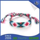 Изготовленный на заказ сплетенные тканью Wristbands полиэфира для празднества