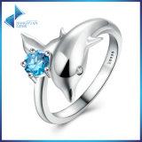 여자는 우아한 보석에게 100%를 925마리의 순은 돌고래의 사랑 & 파란 수정같은 반지 모양 짓는다