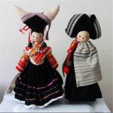 Reiche China-Stickerei-Puppen für Hauptdekoration mit Minorität-schönem Kleidung-Willkommen nach China