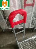 Мебель типа Ikea и вагонетка супермаркета строительных материалов