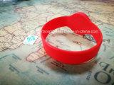 A identificação da freqüência ultraelevada 915MHz lasca o Tag impermeável dos braceletes do Wristband de RFID
