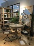 Mobília antiga aleatória para o lounge