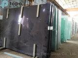 Het gekleurde Donkerblauwe In het groot Glas van het Huis van de Bouw (C-dB)
