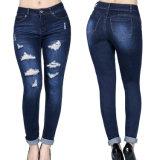 Женщины конструкции способа сорвали тощие джинсыы джинсовой ткани