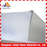 明るい銀または金属カラー反射スペース革