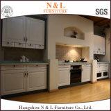 Qualitäts-festes Holz-Küche-Schrank mit integriertem Griff