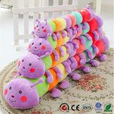 Da lagarta do luxuoso brinquedo engraçado brandamente enchido dos miúdos por muito tempo