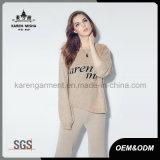 De Overmaatse Sweater van de Manier van Karen Letters Patterned met Gebroken Gaten