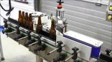 Un doble lateral echa a un lado máquina de etiquetado cuadrada plana de la etiqueta engomada de la botella