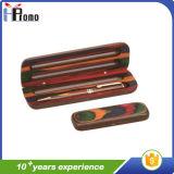 Casella di legno ovale della penna con la penna