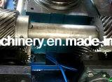 Zweite Handpapiercup, das Maschine herstellt