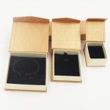 Het milieuvriendelijke Verpakkende Vakje van de Gift van het Document van Kraftpapier voor Juwelen (J08-E1)