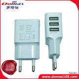 携帯電話EUは3 USBマルチ力のアダプターの充電器を差し込む