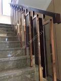 Escaleras interiores del metal del hotel de encargo que cercan la barandilla de la decoración con barandilla del acero inoxidable
