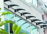 O braço plástico da decoração ao ar livre do edifício parte o dossel impermeável da loja de indicador