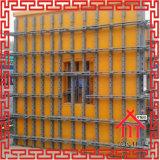 Molde do muro de cimento na construção