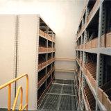 収納用の箱が付いている中二階床ラック