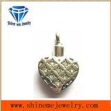 ステンレス鋼宝石類によってはめ込まれるCZの鋳造のペンダント