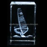 Cubo cristalino del barco de navegación 3D