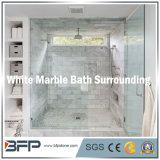 浴室の囲むか、のための優雅で白くか灰色または黄色の大理石のタイルまたは床または壁