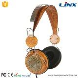 Los auriculares de madera estéreos de gama alta del más nuevo diseño modifican insignia para requisitos particulares