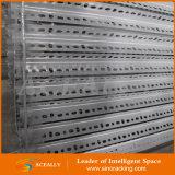 Светлой шкаф угла обязанности прорезанный нержавеющей сталью