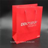 赤い印刷および銀製の熱い押すギフトの紙袋