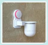 Supporto di spazzola fissato al muro della toletta della stanza da bagno con la tazza di aspirazione
