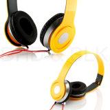 Écouteurs bon marché d'école pour des gosses ou le MP3