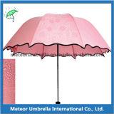 Le stampe possono vedere soltanto in ombrello piegante del fiore della pioggia