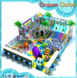 Campo de jogos interno colorido das crianças para o entretenimento das crianças