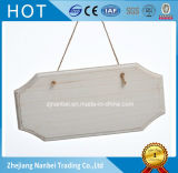 Placa de madera colgante pintada blanco de encargo de la puerta con la cuerda
