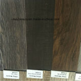 De madera retros impermeabilizan la hoja del suelo del vinilo del desgaste