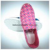 De roze Vlakke Schoenen van de Kleur met het Bovenleer en pvc Outsole van de Stof
