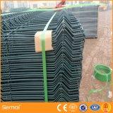 Cerca revestida do painel do fio do PVC para a construção