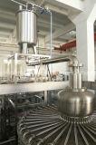 満ち、キャッピング機械を作るびん詰めにされたジュースを完了しなさい