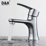 シンプルな設計の実用的な良質の真鍮のクロムによってめっきされる浴室の洗面器のコック