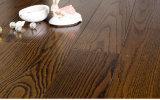 El entarimado de madera negro de la ceniza de Brown/el suelo laminado