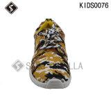 Chaussures de gosses, chaussures d'impression, chaussures de toile, chaussures de course, chaussures de marche, chaussures de sport
