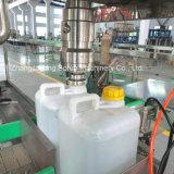 كيميائيّ [ليقويد دترجنت] يملأ [بوتّل مشن] صاحب مصنع في الصين