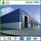Della fabbrica magazzino chiaro prefabbricato della struttura d'acciaio direttamente