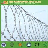 Воискаа используют загородку тюрьмы колючей проволоки бритвы нержавеющей стали стены Prymid Concertina