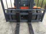 Un mini carrello elevatore a forcale diesel da 4 tonnellate