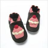 滑り易い赤ん坊の摩耗の革靴を防ぎなさい