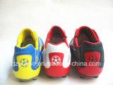 Três sapatas ao ar livre do futebol das cores para homens